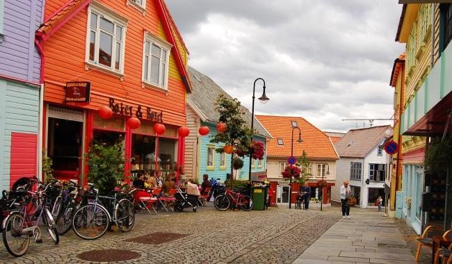 ØVRE HOLMEGATE סטוונגר הרחוב הצבעוני
