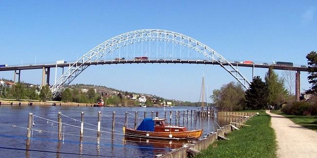 גשר בעיר פרדריקסטאד, נורבגיה