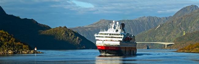 Hurtigruten הורטיגרוטן - ספינת המסע החופית הנורווגית