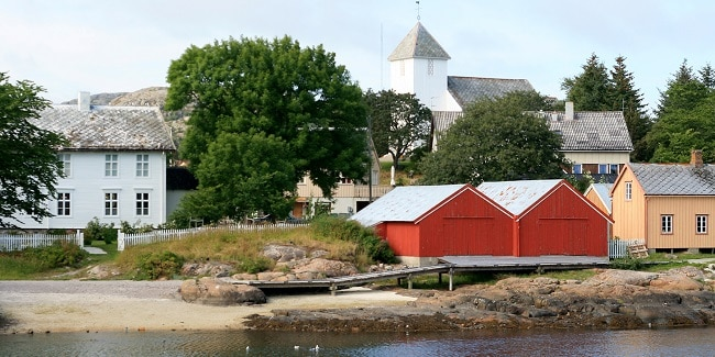 נוף טיפוסי ב-Rørvik , נאמדאלן