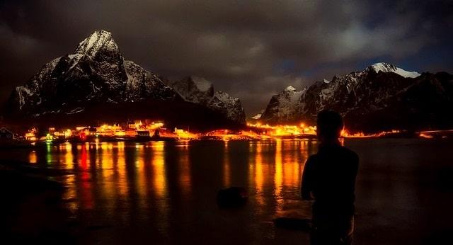פיורד בלילה - Reine נורבגיה