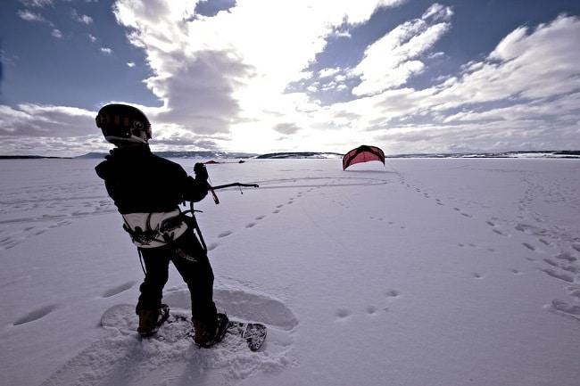 גלישת עפיפונים (קייטסרפינג) בשלג