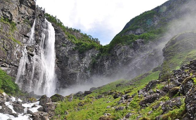 מפל בתצפית Feigumfossen
