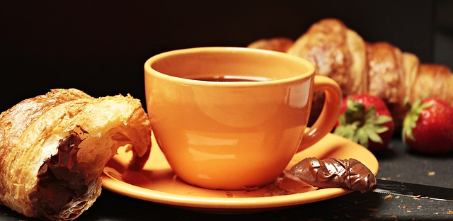 קרואסון וקפה