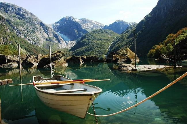 סירה בתוך אגם - נורבגיה