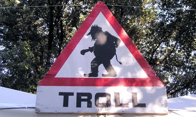 תמרור אזהרה מפני טרולים