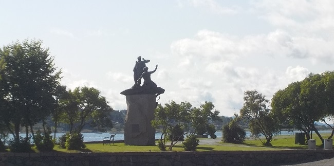 פסל ברציף של חצי האי ביגדוי