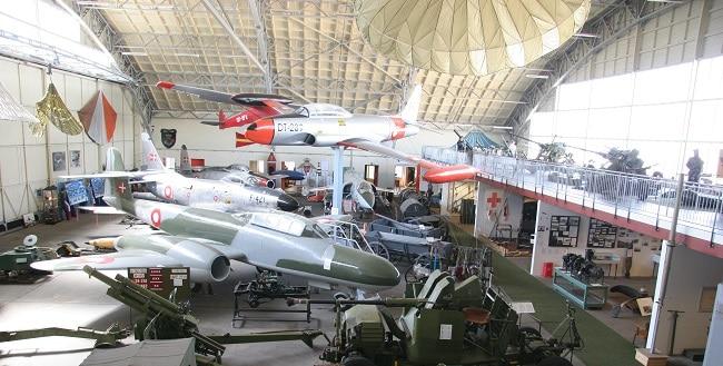 תערוכת מטוסים וכלי רכב צבאיים