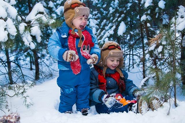 ילדים משחקים בשלג - לונגיירבין
