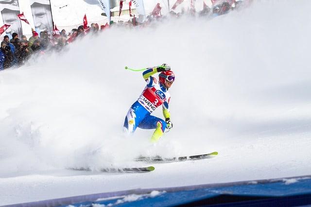 מתחרה באליפות נורבגיה בסקי במורד